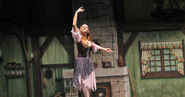 Cinderella dance performances by Études de Ballet in Naples, FL