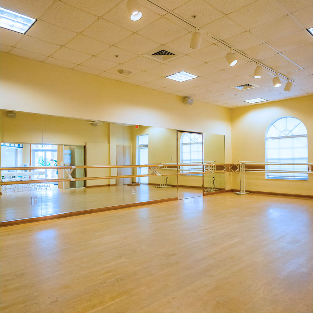 Studio 1: 725 square feet with easy access to Études de Ballet's main entrance